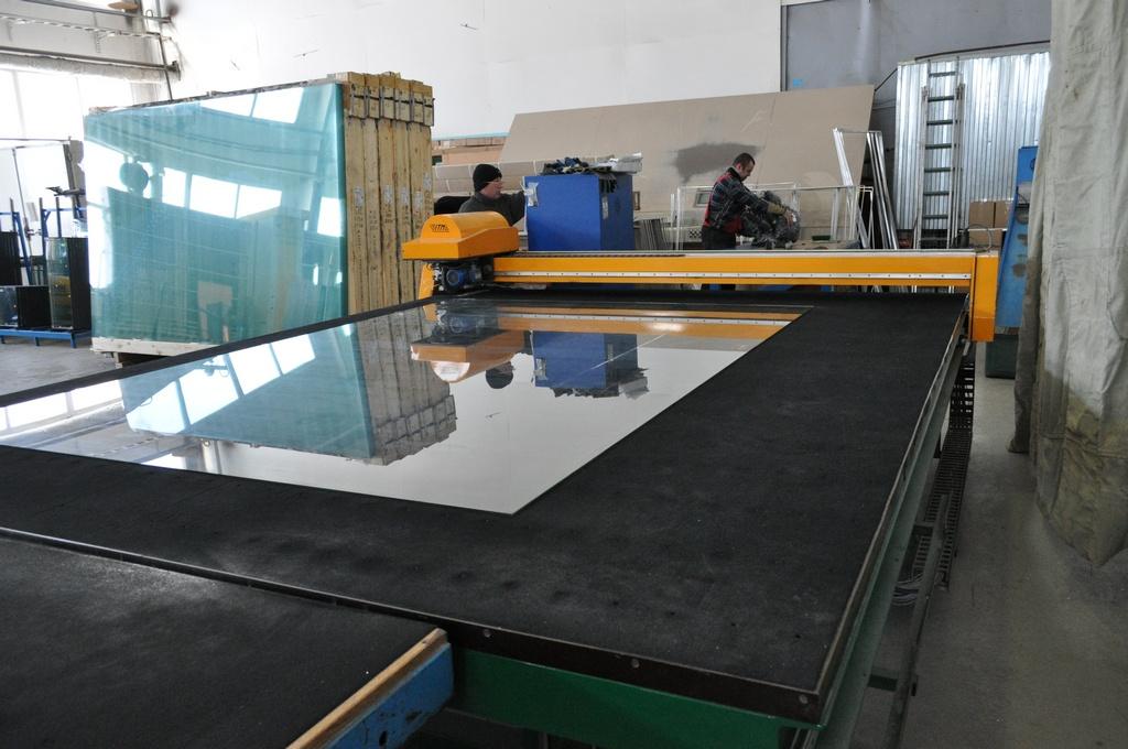 Автоматический стол для раскроя стекла 007