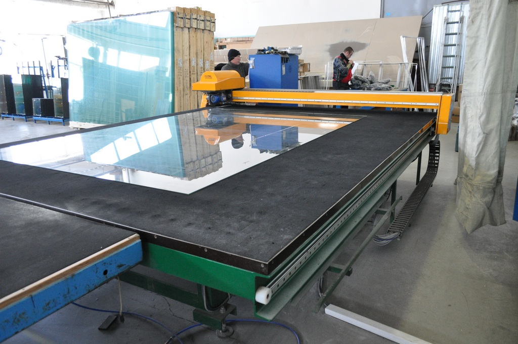Автоматический стол для раскроя стекла 008